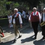 Vorstand Norbert Müller und Bezirksvorsitzender Werner Pörner auf dem Weg zum Festplatz