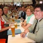 Frau Ilse Aigner am Tisch mit Bürgermeister Udo Dauer und ihren Parteifreunden