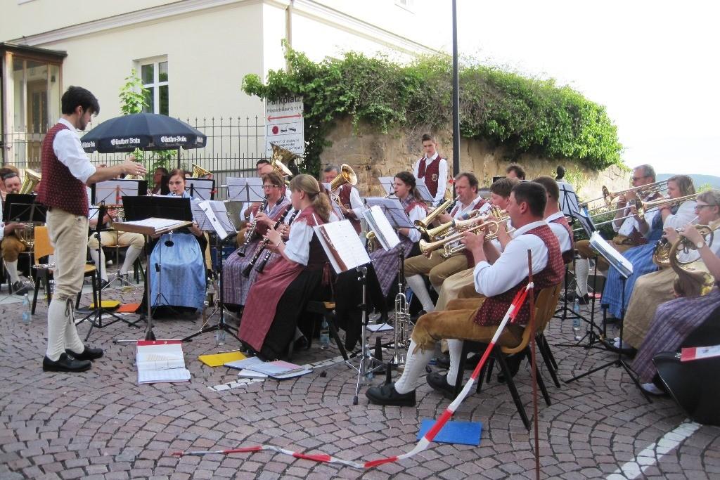 die Weismainer Blasmusik mit ihrem Dirigenten Johannes Haaf