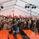 Bürgermeister und Stadträte stoßen auf die Kirchweih an