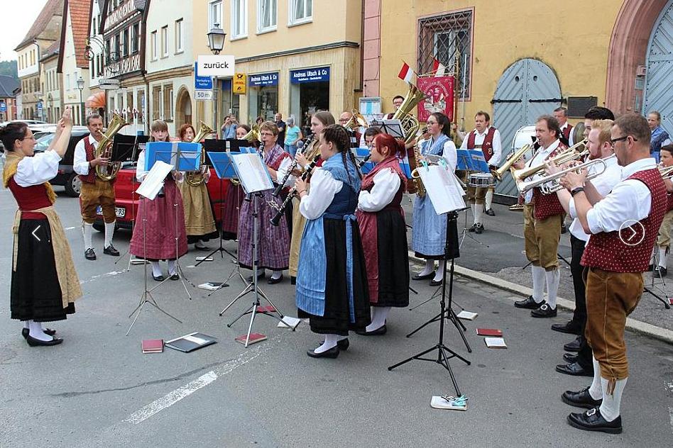 Eröffnung der Kirchweih mit einem Standkonzert